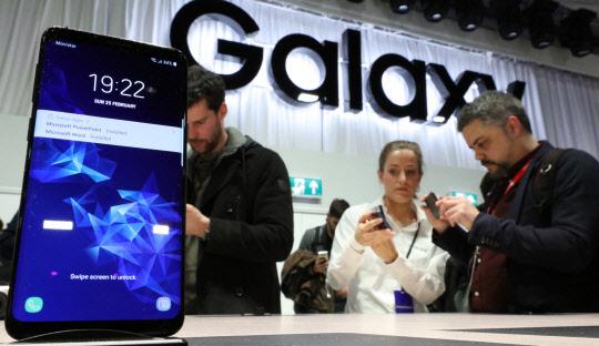 국내 최신 휴대전화 가격, 외국보다 낮았지만…시간 지날수록
